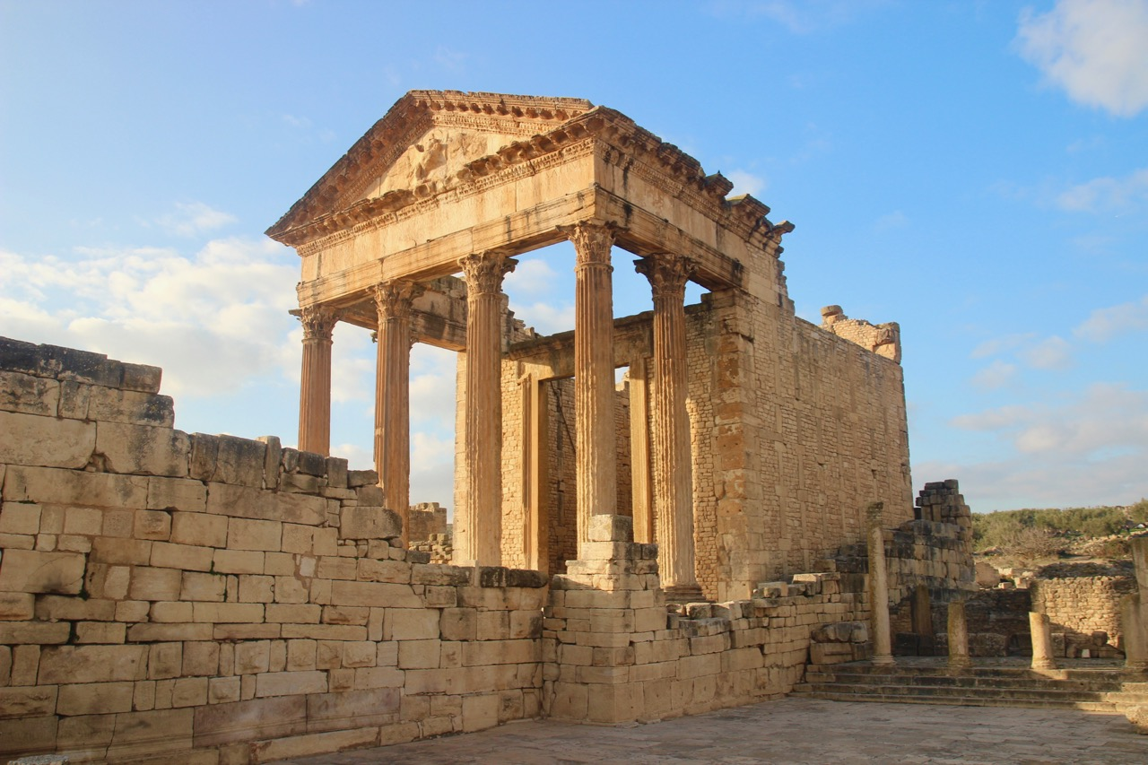 Temple romain de Dougga, Tunisie pendant un après-midi d'hiver