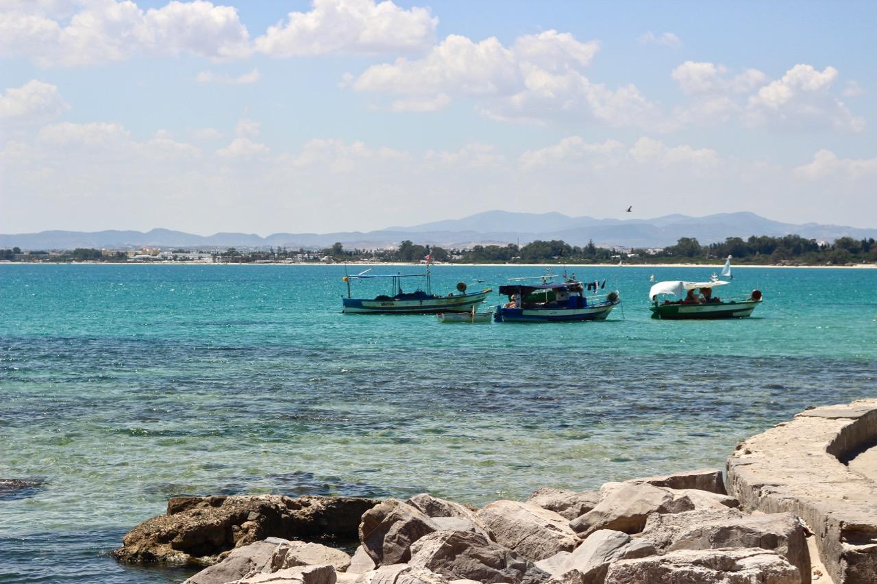 Vue sur la mer Méditerranée à Hammamet, Tunisie pendant le temps d'été typique en Tunisie