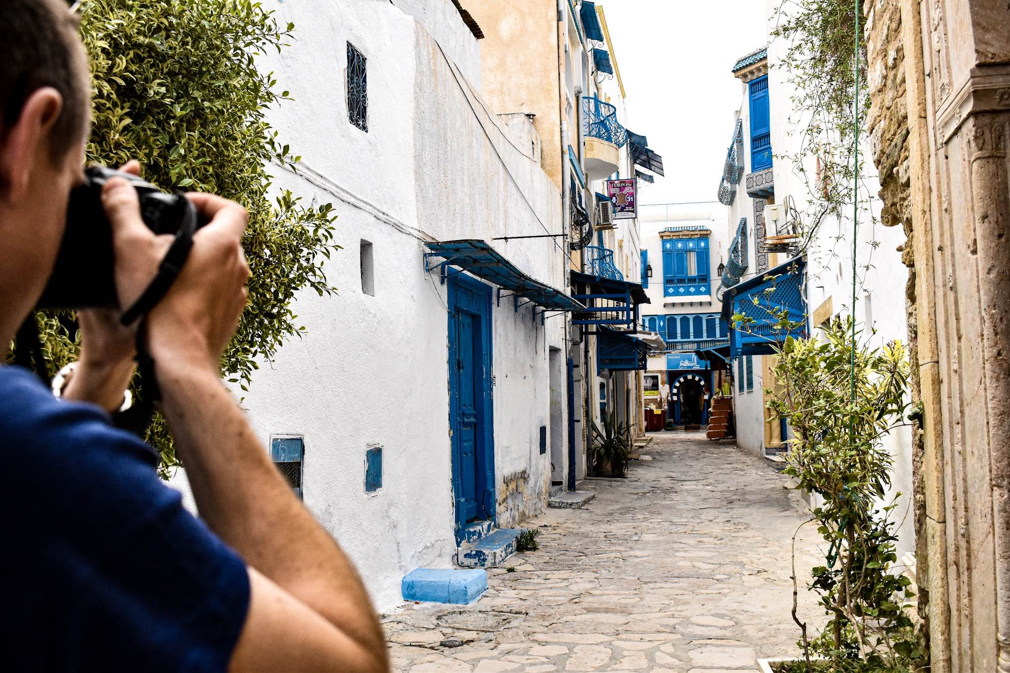 Alleyway in the Hammamet medina with photographer snapping a picture